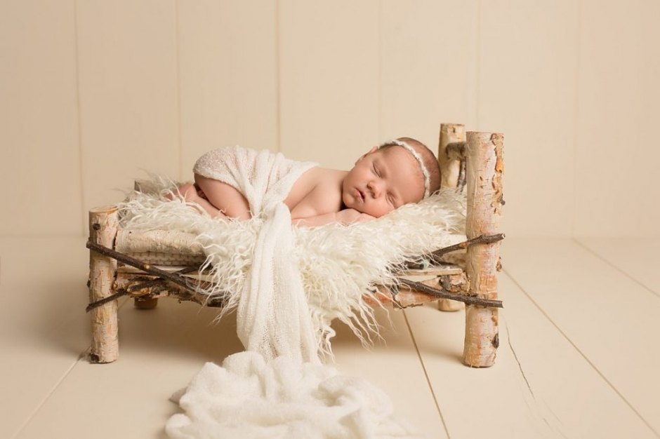 oshawa newborn session birch bed neutral props