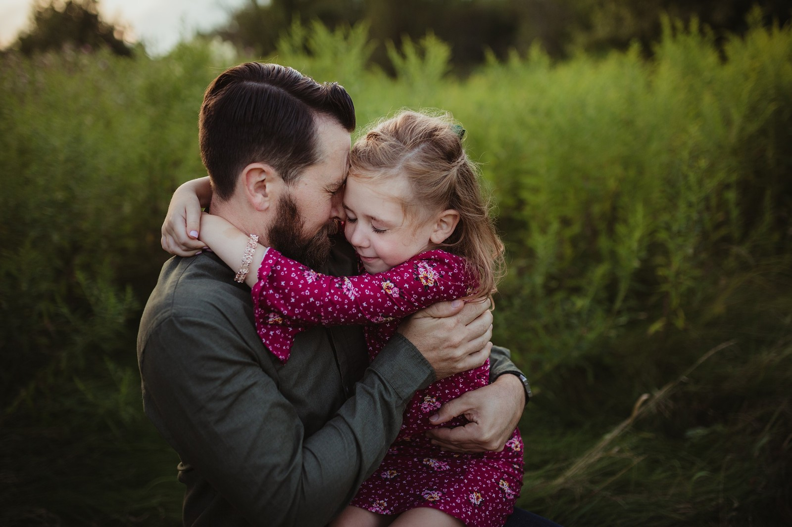 Dad and daughter snuggle hug bowmanville