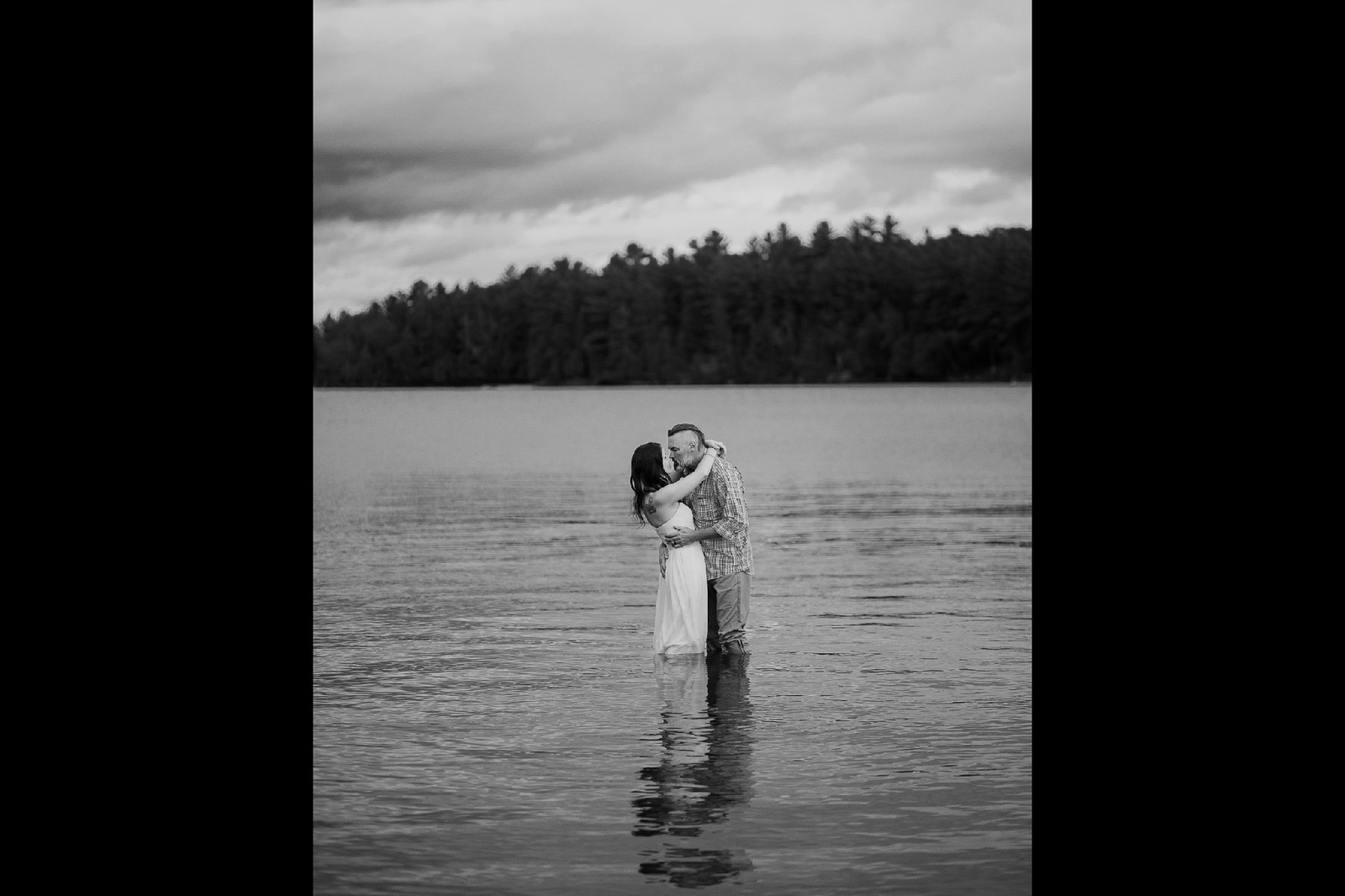 wedding couple in the lake